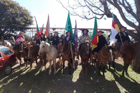 5º edição da cavalgada feminina foi realizado no último domingo, dia 12. A chegada foi no parque de exposições Siegfried Ritter