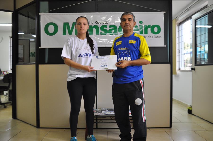 Coordenadora técnica Tuigui Tatiana e coordenador Aldo Almeida em visita ao jornal O Mensageiro