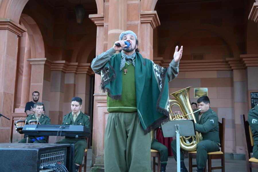 Músicos e interpretes locais se uniram a apresentação da banda realizada na Praça Pinheiro Machado