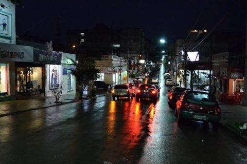 Lâmpadas foram instaladas na Rua Marquês do Herval, no trecho entre as ruas Bento Gonçalves e Tiradentes e no Centro Histórico