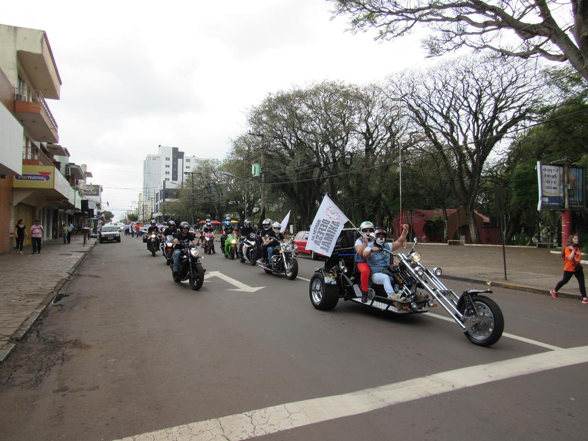 Motociclistas se uniram a marcha e seguiram motorizados para chamar a atenção da marcha