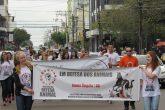 Os ativistas partiram da Praça Ricardo Leônidas Ribas passaram pelo Centro Histórico e retornaram pela Marquês do Herval ao mesmo ponto de partida