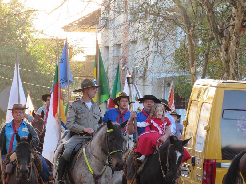 Abertura da Semana Farroupilha aconteceu no final da tarde de ontem con Centro Histórico