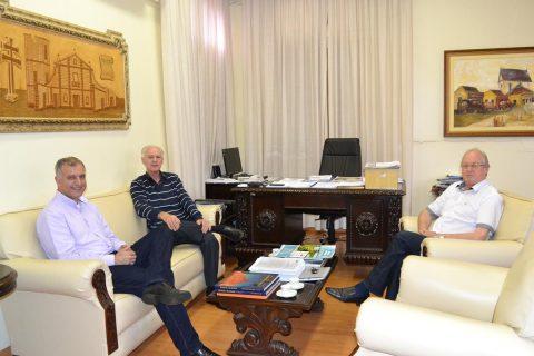 Jacques Barbosa, Valdir Andres e Bruno Hesse no Gabinete da Prefeitura de Santo Ângelo
