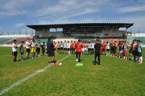 Após a apresentação, treinador Jorge Maiben conversou com atletas e iniciou trabalho de orientação técnica