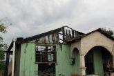 Casa foi consumida por incêndio no Bairro Rosa