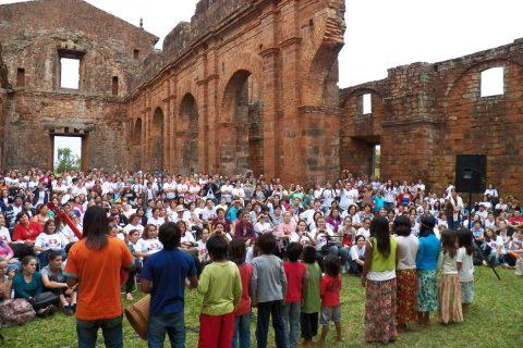 Apresentação da cultura indigena no Sítio Arqueológico de São Miguel das Missões