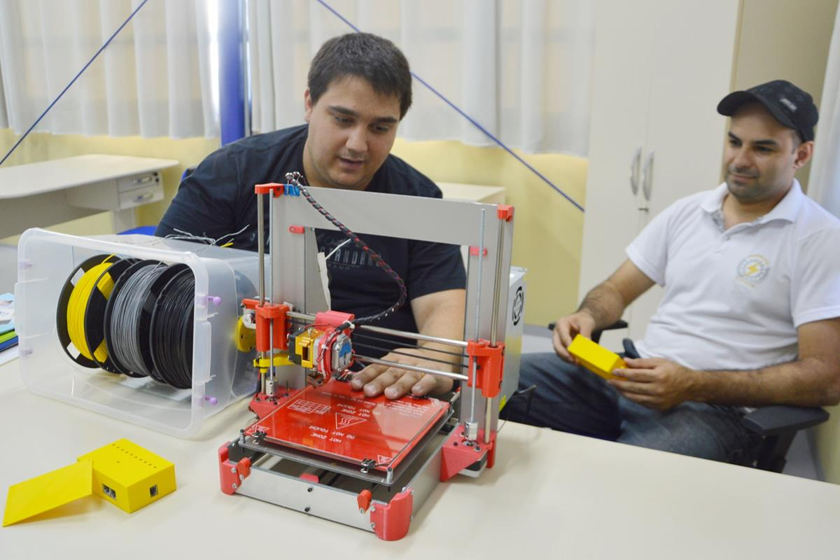 Três impressoras 3D foram montadas com recursos e estruturas próprias da URI