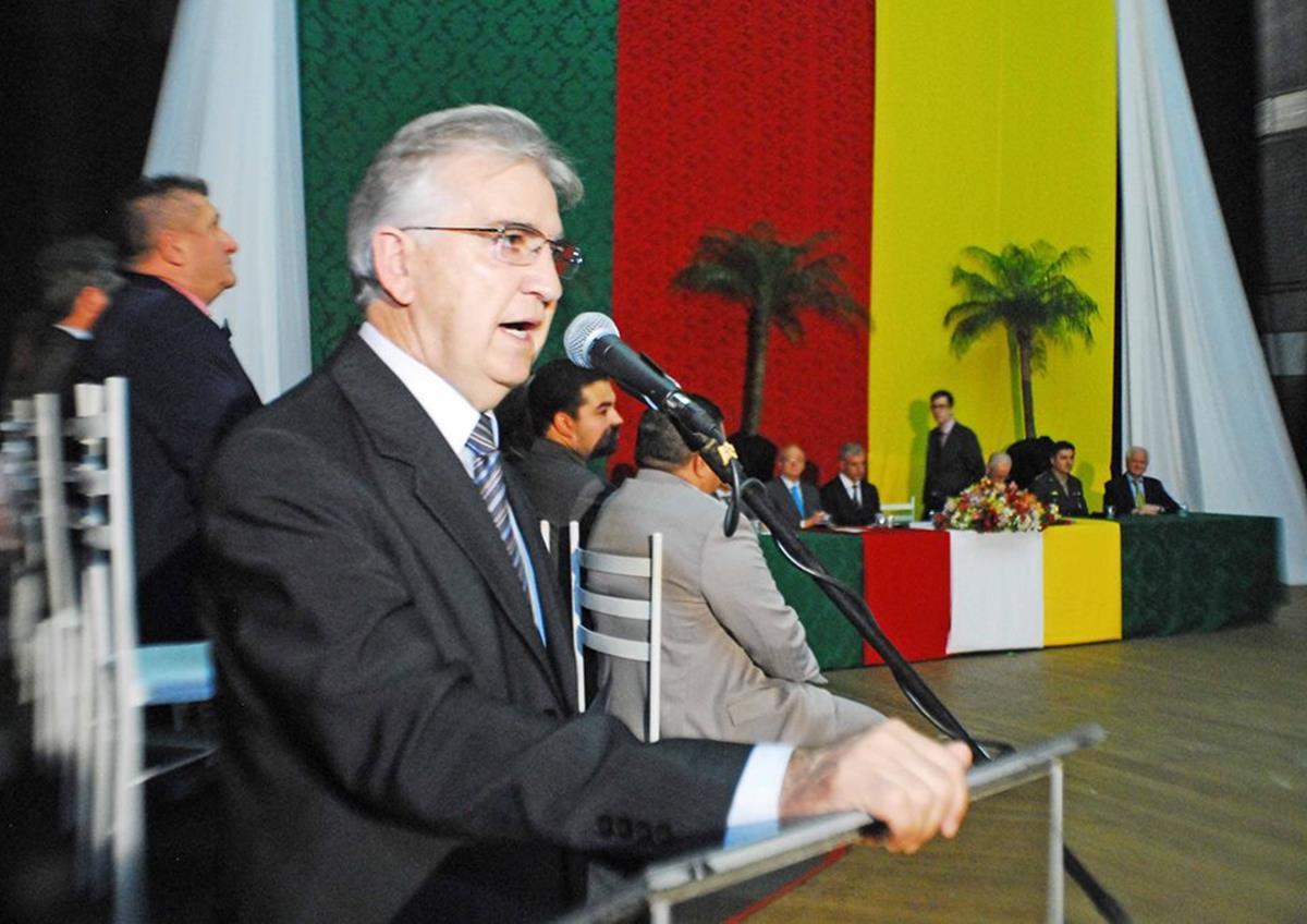 Adolar Queiroz (PDT) foi escolhido como presidente do Legislativo durante a solenidade de posse dos vereadores, do prefeito e vice-prefeito