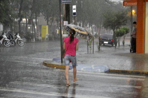 Mesmo com pouco volume de chuva, período pode ter riscos de temporais isolados