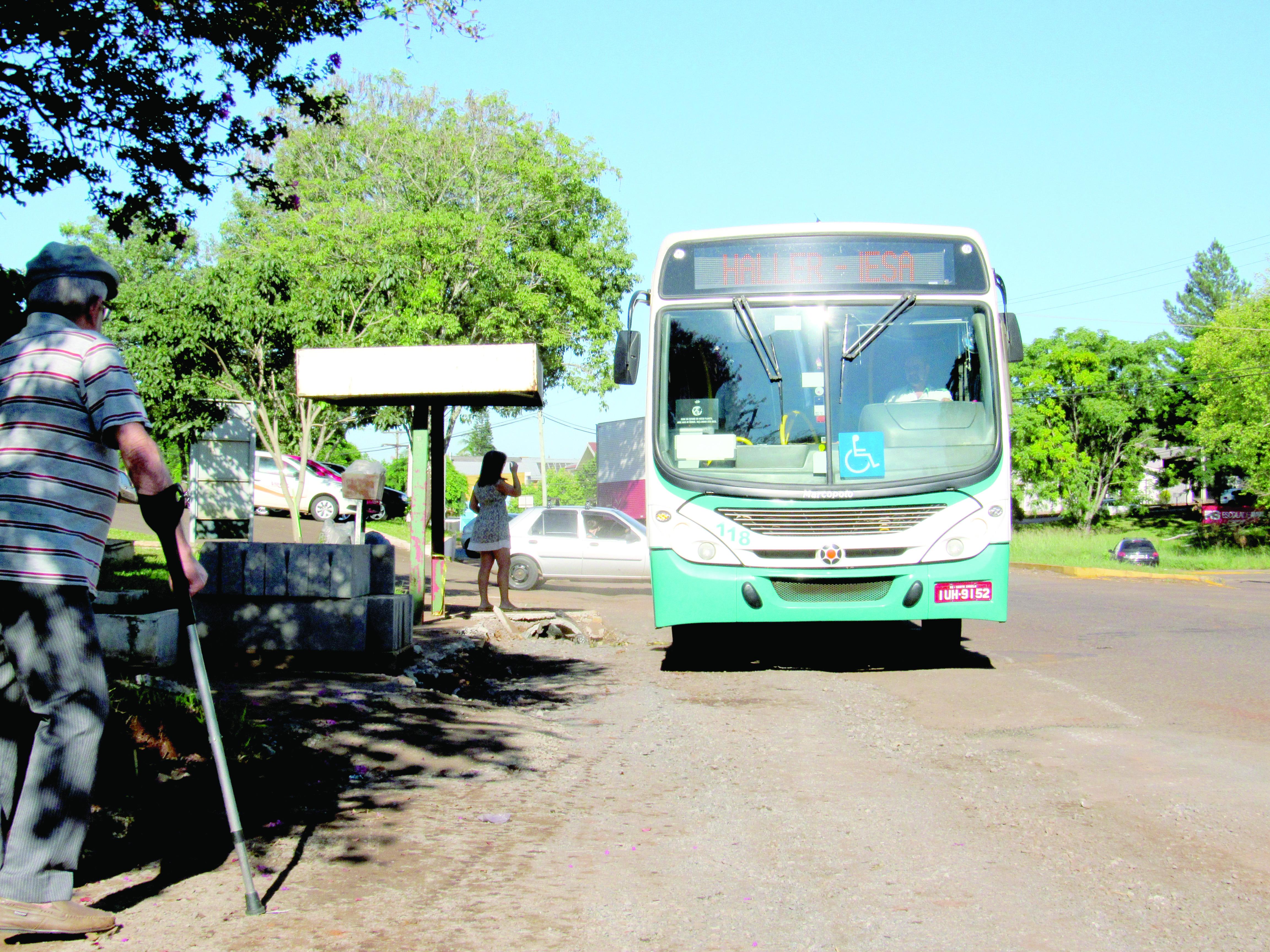 ônibus coletivo urbano rua interrompida 2
