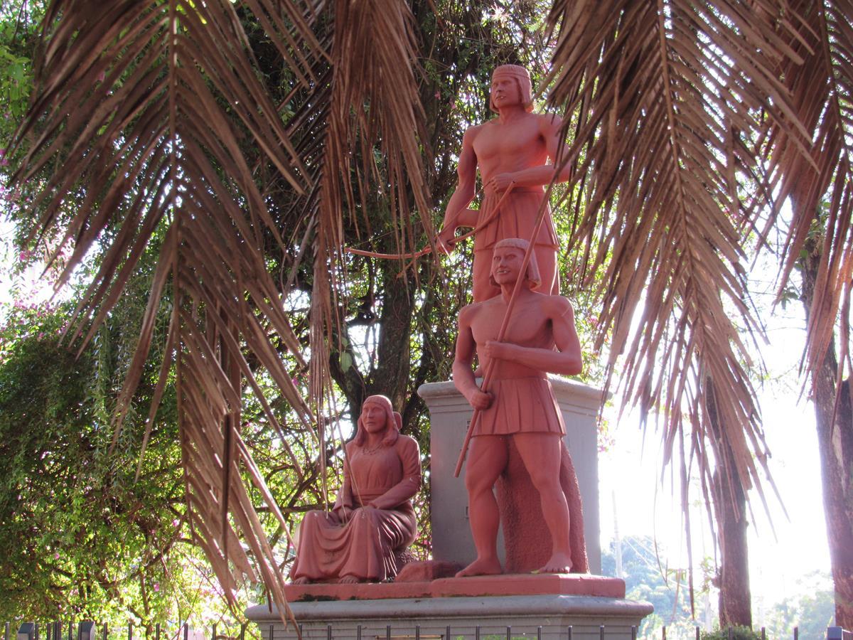 Monumento em homenagem aos índios das reduções Jesuíticas em Santo Ângelo. Também é uma referência ao Cacique Sepé Tiaraju - Foto de Marcos Demeneghi