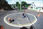 Rotatória foi instalada no local com o objetivo de melhorar o tráfego de veículos em ambas as vias