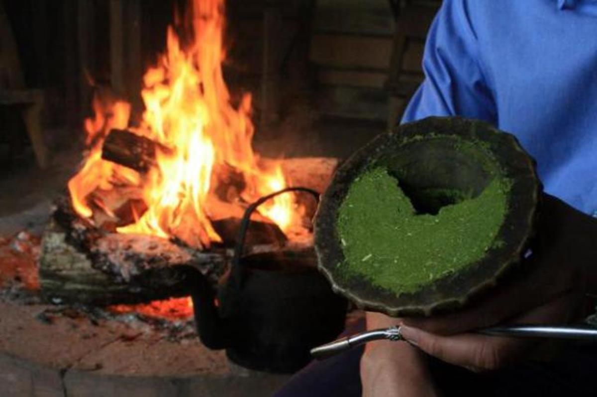 O ritual da Erva Mate é coordenado por Claudino de Lucca