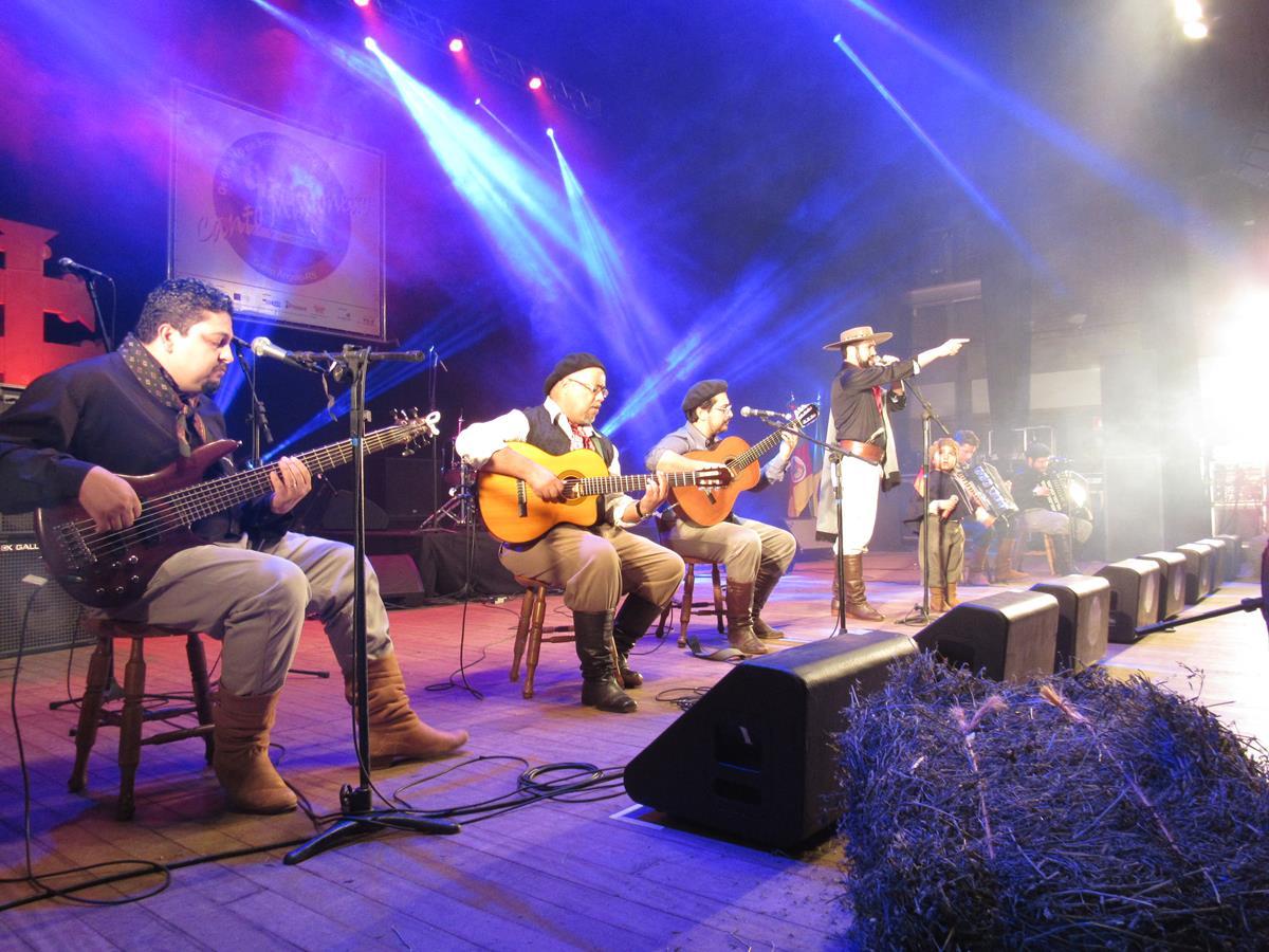 O 10º Canto Missioneiro e 9º Canto Piá Missioneiro consiste em um festival de composição musical com temática nativista