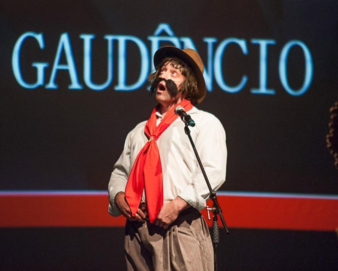 """stand up """"Bagual do Gaudêncio""""acontece no próximo dia 8, às 20h, no Teatro Antônio Sepp"""