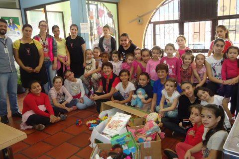 Crianças visitaram a brinquedoteca, doaram livros e brinquedos