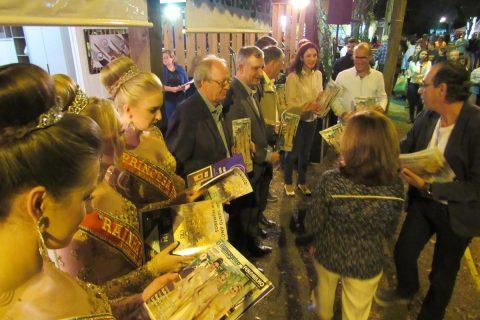As Soberanas, o Prefeito e demais representantes das entidades apoiadoras da Fenamilho compareceram no evento e conferiram a revista