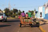 Familia que usa a gaiota se desloca pela Av. Brasil em direção ao centro de Santo Ângelo