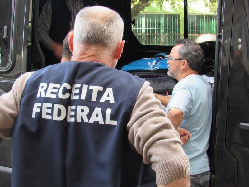 Receita Federal Fiscaliza Feira Itinerante (4) (Copy)