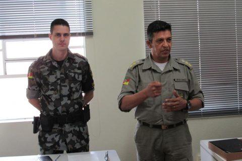 Tenente Jairo Valler do POE e o comandante do 7º Regimento de Polícia Montada, Tenente Coronel José Jornada