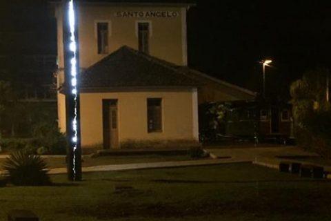 Coluna invícta iluminada
