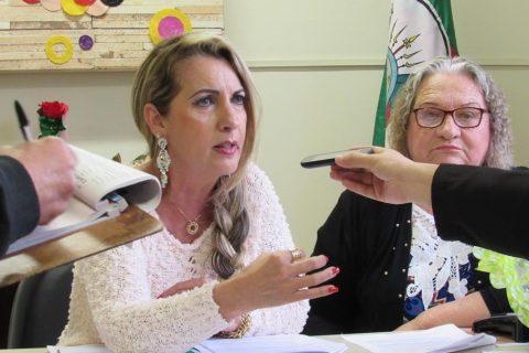 Coordenadora da 14ª CRE Tânia Santiago e a Assessora Pedagógica Norma Brigo