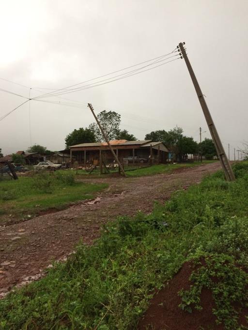 Chuva e forte vento derrubaram postes na Zona Leste da Cidade