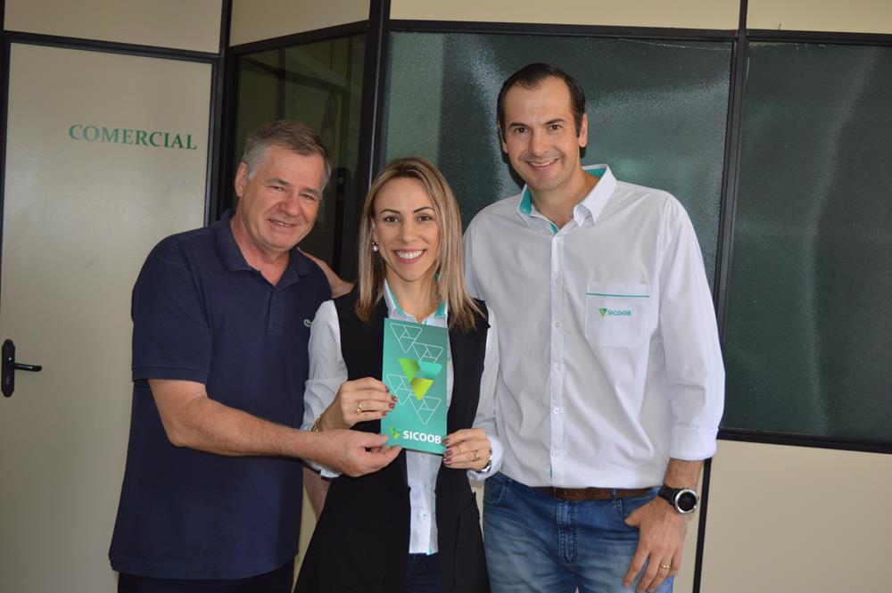 Empresário Arlindo Diel recebeu a Sub Gerente Valeria Casanova S. Loureiro e o Gerente Tiago Luis Stoll na manhã da última quinta-feira, dia 5