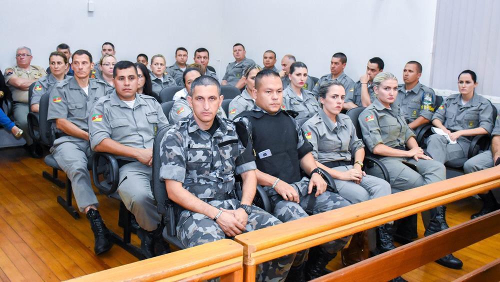 Policiais lotaram o Plenário Juarez Lemos para acompanhar a sessão