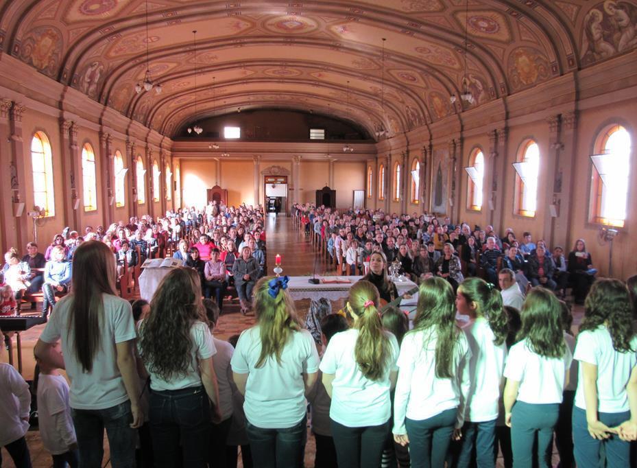 Alunos cantam na capela do Colegio Verzeri  (Foto Ilustrativa)