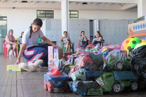 As doações foram da comunidade e dos alunos