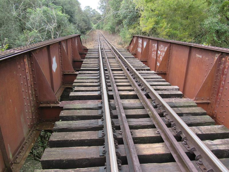 Ponte Ferrea sobre o Rio Itaquarinchim - Ferrovia - Trilhos 02 (Copy)