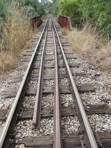 Ponte Ferrea sobre o Rio Itaquarinchim - Ferrovia - Trilhos 03 (Copy)