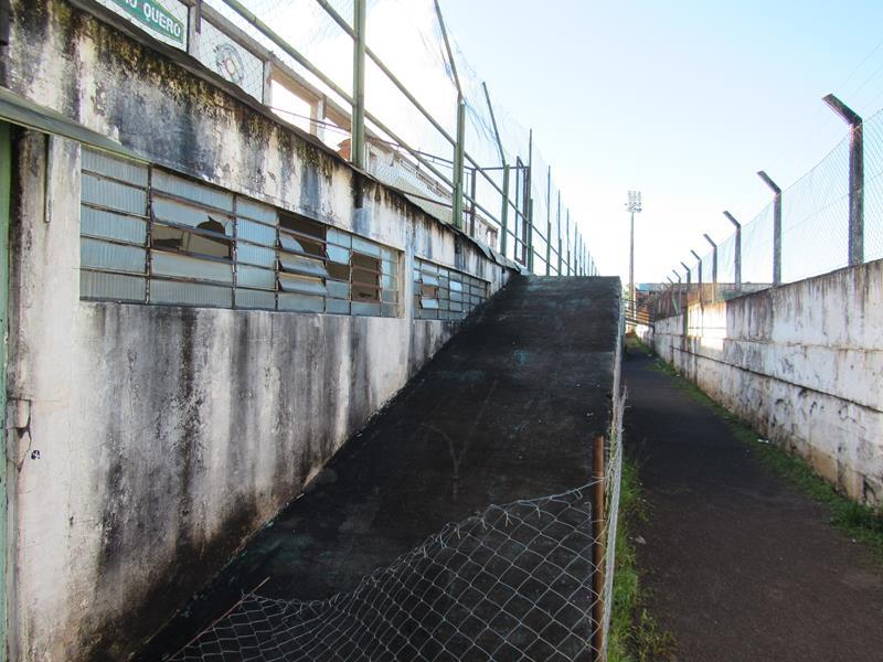 Estádio da Zona Sul pede socorro (3) (Copy)