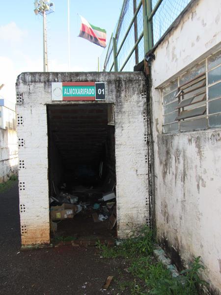 Estádio da Zona Sul pede socorro (4) (Copy)