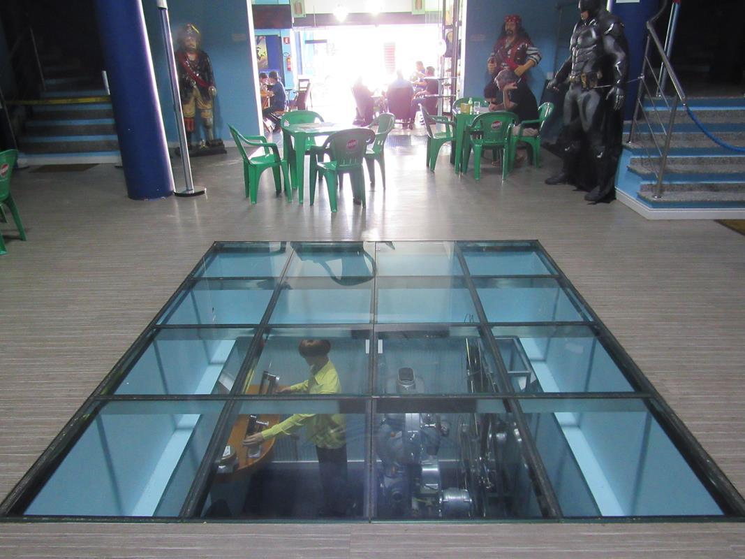 Chão de vidro - sala de memórias do Cine Cisne (4) (Copy)