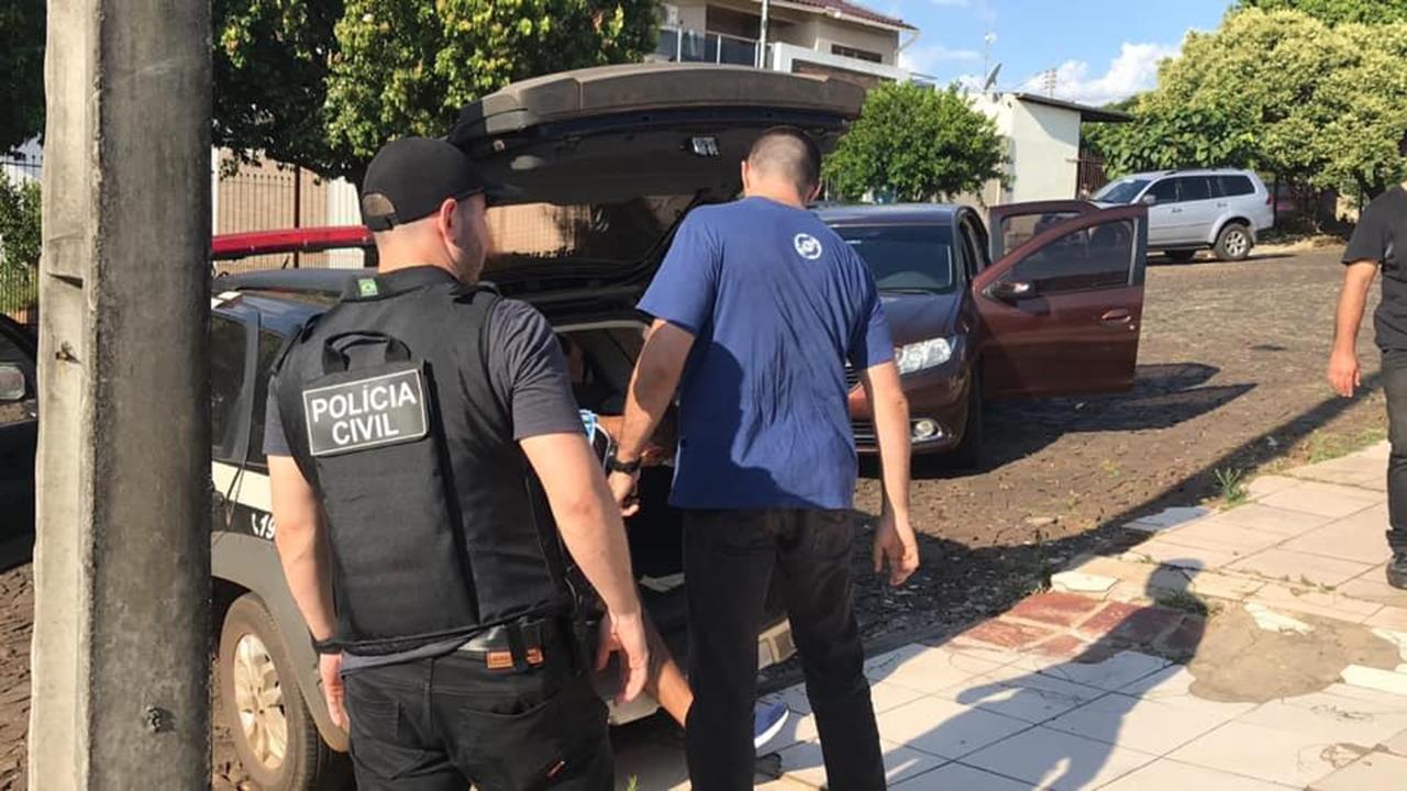 Resultado de imagem para FOTO POLÍCIAS CIVIL PRENDE GRUPO FAMILIAR QUE CHEFIAVA TRÁFICO DE DROGAS