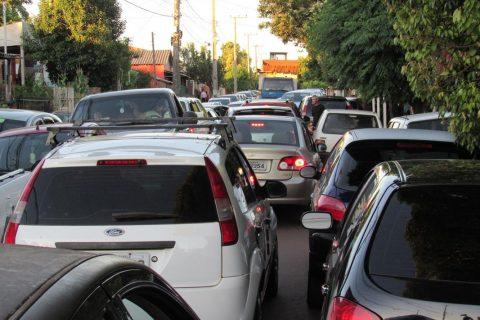 Veículos - Engarrafamento no bairro São Pedro (Copy)