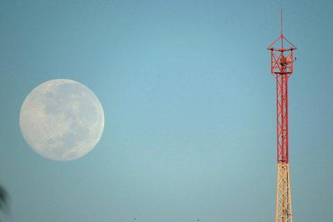 Lua e torre de antena da URI (2) copiar (Copy)