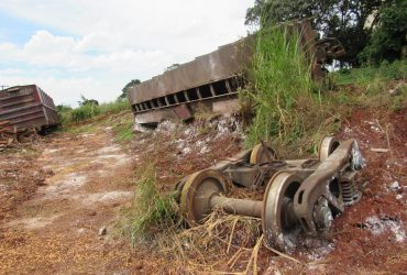 Vagão-de-milho-descarrilhado-8-Copy-370x250.jpg