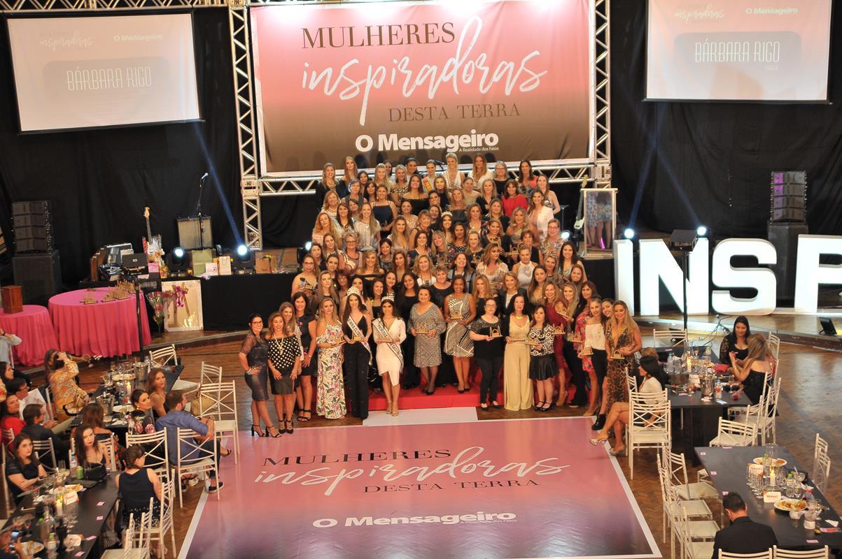 A festa foi realizada no salão principal do Clube Gaúcho