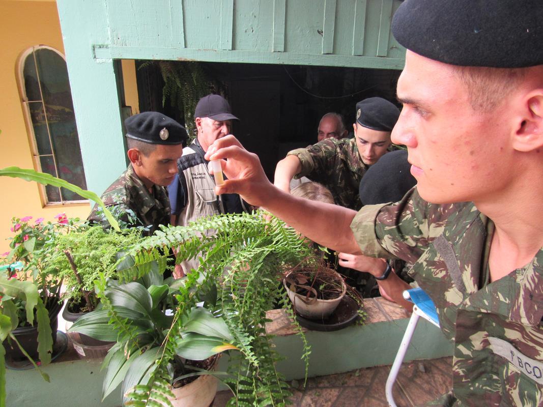 Militares em combate a dengue (31) (Copy)