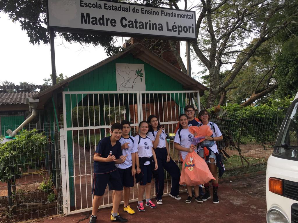 Páscoa Escola- entrega doações