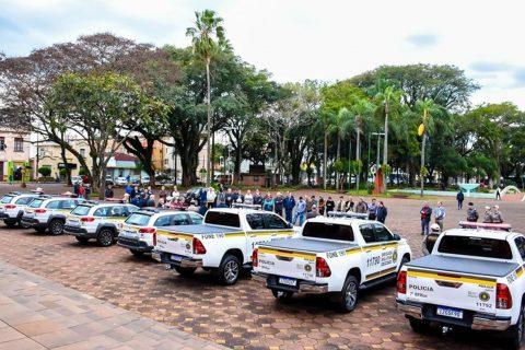 Viaturas em frente a Catedral Angelopolitana/Assessoria Camara de Vereadores/Marcos Luft