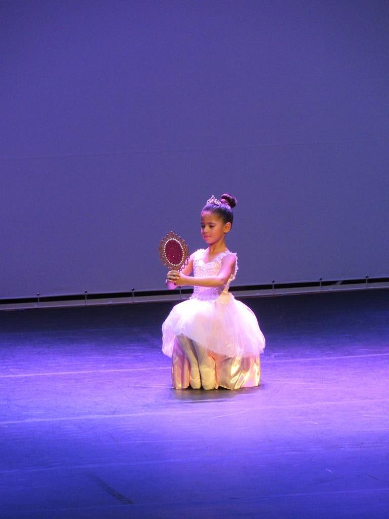 Isadora Schettert de Cruz Alta no Palco do Santo Ângelo em dança 13ª edição. Foto: Marcos Demeneghi