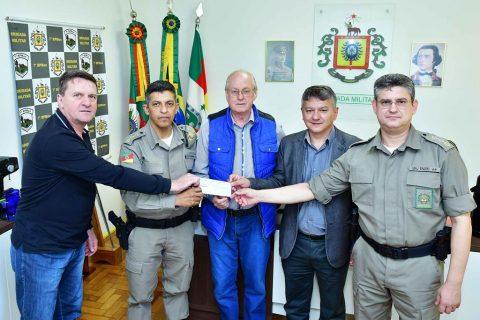 2-i-Presidente da Fenamilho Bruno faz repasse para BM-foto fernando gomes (Copy)