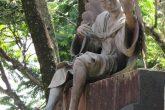 Imagem de um anjo esculpida em bronze no pórtico de entrada da praça Pinheiro Machado
