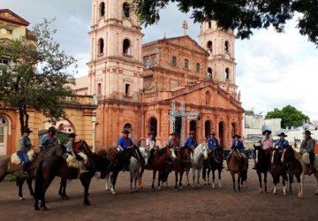 Cavalgada-do-Bem-em-Santo-Ângelo-recolheu-mais-de-1500-kg-de-alimentos-Copy-360x250.jpeg