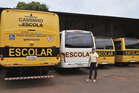 Segundo o secretário de Educação, Nanaco, o município oferece 24 roteiros do transporte - Foto Rodrigo Bergsleithner (Copy)
